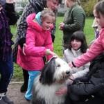 Mažiesiems silpnaregiams – užsiėmimas su šunimis
