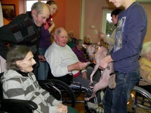 Mexis bendrauja su senoliais
